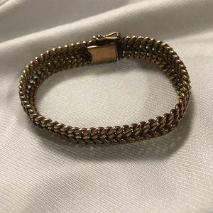Jewelry - 4K Gold clasp bracelet
